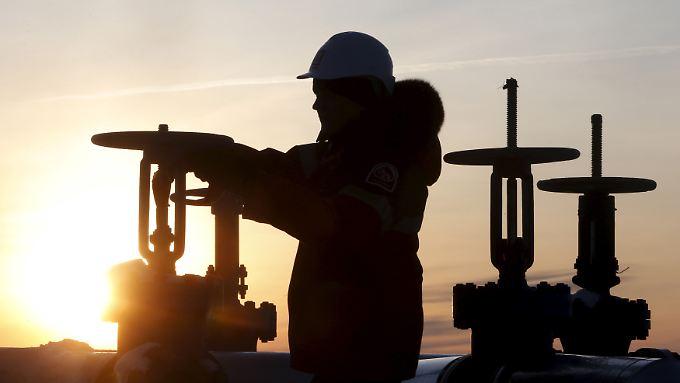 Ölförderung in Sibirien: Eine Arbeiter des russischen Lukoil-Konzerns.