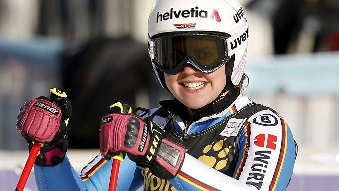 Viktoria Rebensburg bejubelt ihren zweiten Sieg in Serie.