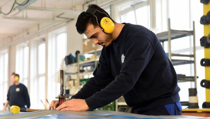 Prognose zu Flüchtlingen in Jobs: Nahles droht Integrationsunwilligen mit weniger Leistungen