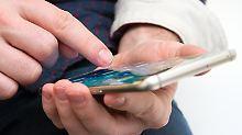 Nicht immer ist es billiger, einen Vertrag inklusive Smartphone abzuschließen. Foto: Andrea Warnecke