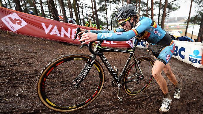 In einem Rad der Belgierin Femke van den Driessche wurde bei der Cross-WM ein Elektromotor entdeckt. Die 19-Jährige behauptet, es handele sich nicht um ihr Rad.