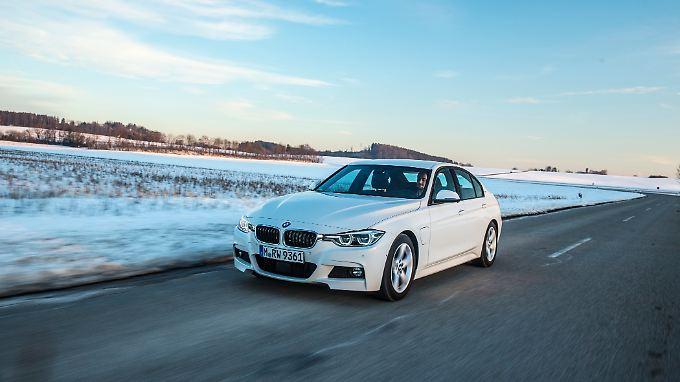 Ab März hat BMW mit dem 330e einen weiteren Plug-in-Hybriden im Portfolio. Mindestens 43.500 Euro müssen allerdings in den Bayer investiert werden.