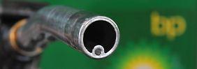 Auswirkungen des Ölpreis-Verfalls: BP baut Stellen ab, Nigeria bittet um Notkredit