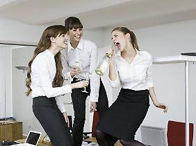Der Alkoholkonsum sollte so gering sein, dass die Leistungsfähigkeit im Job nicht beeinträchtigt wird.