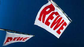 Rewe will sich mit der Fusion nicht abfinden - der Ausgang ist offen.