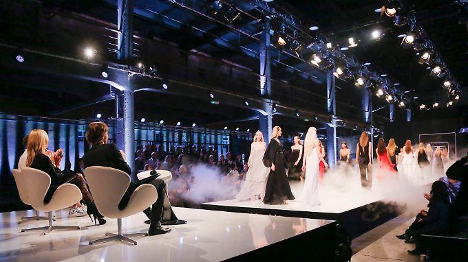 "Die Määääädels laufen wieder - Runde elf für Heidi Klums Casting-Zirkus ""Germany's Next Topmodel""."