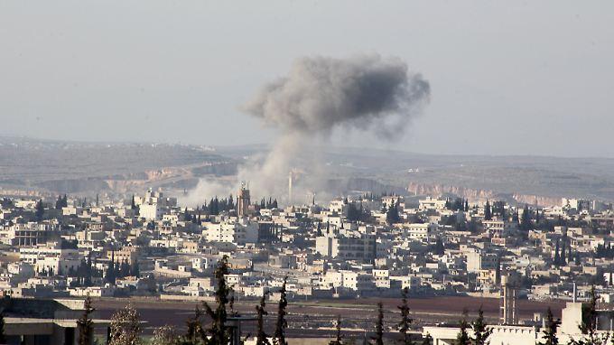 Angriff von Regimetruppen auf die Stadt Anadan in der Region Aleppo.