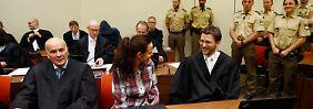 Seit vergangenen Sommer vertreten Herman Borchert (l.) und Mathias Grasel (r.) Beate Zschäpe vor Gericht.