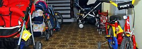 Wer mit jungen Familien in einem Haus wohnt, muss mit Kinderwagen im Treppenhaus rechnen.