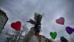 Schauer und Sturmböen im Westen: Petrus meint's nicht gut mit den Karnevalisten