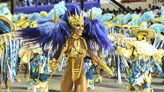 Sambaschulen tanzen um die Wette: Karneval in Rio erreicht seinen Höhepunkt