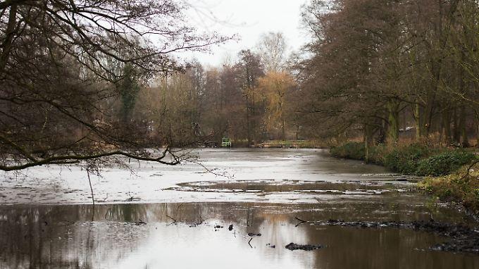 Der Mann war nach eigenen Angaben mit seinem Kind vor zwei Messerstechern auf den zugefrorenen Teich geflüchtet.