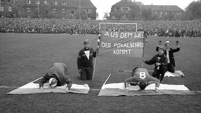 Davon träumt der Redelings: Bochumer Fans am 15. Mai 1968 im Stadion an der Castroper Straße vor dem Pokalhalbfinale gegen den FC Bayern.