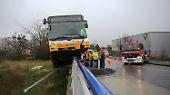 Mainz entgeht einer Katastrophe: Brückengeländer stoppt Stadtbus