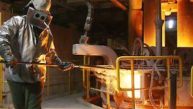 Die deutschen Stahlwerke, hier in Hamburg, leiden unter den Dumpingpreisen aus dem Osten.