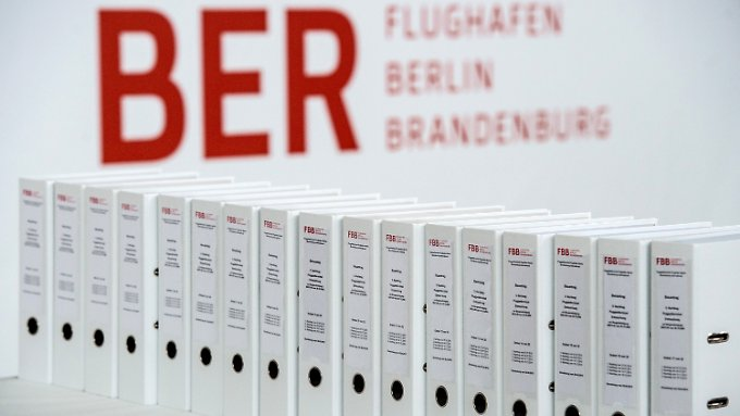Der Brandenburger Rechnungshof hat zu seinen BER-Ermittlungen einen 400 Seiten starken Bericht vorgelegt (Archivbild).