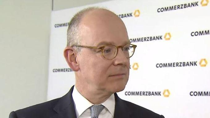 """Scheidender Commerzbank-Chef Blessing: """"Auf Privatkundenseite sehe ich keine negativen Zinsen"""""""