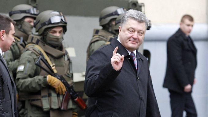 Poroschenko mit Spezial-Einsatzkräften der Armee in Kiew.