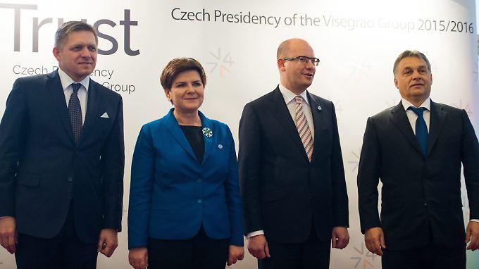Die Premierminister der Visegrad-Gruppe: Robert Fico, Beata Szydlo, Bohuslav Sobotka und Viktor Orban (von links nach rechts).
