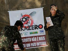 """""""ZikaZero"""": In Brasilien geht die Armee mit Insektiziden und einer breit angelegten Aufklärungskampagne gegen den Virus-Überträger vor."""