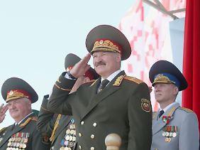 Lukaschenko bei einer Militärparade in Minsk im Jahr 2013.