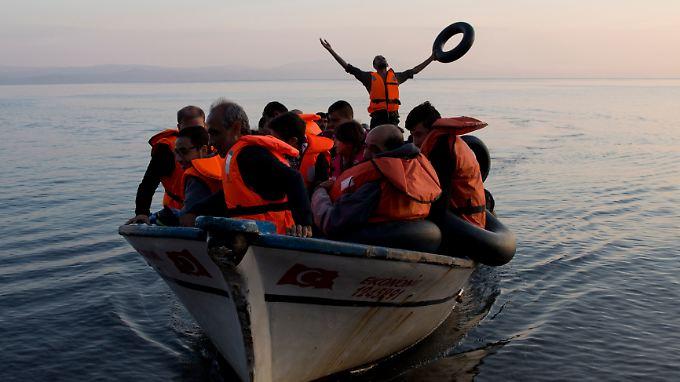 Die Zahl der Flüchtlinge sinkt zwar, dennoch befinden sich viele Menschen in Seenot.