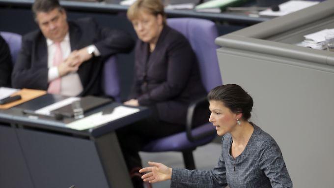 Generaldebatte im Bundestag: Merkel wirbt, Wagenknecht kritisiert