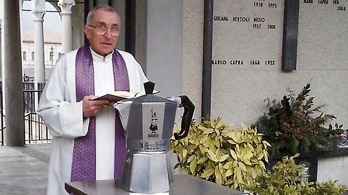 Die Asche von Renato Bialetti wird in einer Espresso-Kanne beigesetzt.