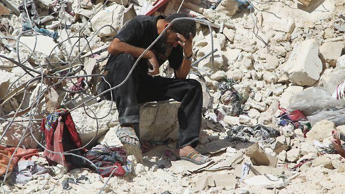 Die Stellungen von Rebellen und IS-Anhängern liegen oft inmitten dicht bebauter Gebiete: Luftschläge fordern immer wieder Todesopfer unter der Bevölkerung.