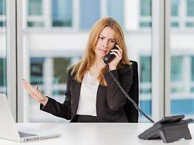 Immer mit der Ruhe: Wenn Kunden bei Beschwerden patzig werden, sollten Berufstätige sich nicht auf den Ton einlassen.