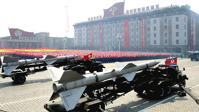 Paraden und Raketen: Die neuen Sanktionen sollen dafür sorgen, dass Kim Jong Un in Zukunft dafür das Geld fehlt.