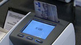 Ende von Scheinen und Münzen: Schweden sollen künftig nur noch per Karte bezahlen