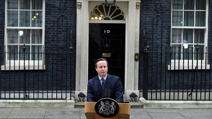 Ansprache vor der eigenen Haustür: David Cameron spricht vor seinem Amtssitz in der Nr. 10 Downing Street.
