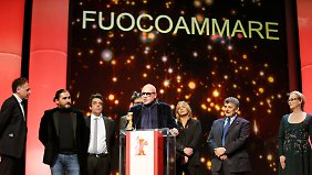 """Das Filmteam von """"Fuocoammare"""" bei der Preisübergabe."""