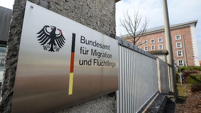 Frewillig und zeitlich befristet ins Bamf: Die Post will im bürokratischen Brennpunkt der Flüchtlingskrise aushelfen.