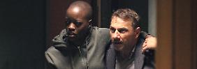 Sowohl Lela, die Geisel der Schleuserbande, als auch Lannert kriegen im Verlauf der Handlung mehr als nur einen Kratzer ab.