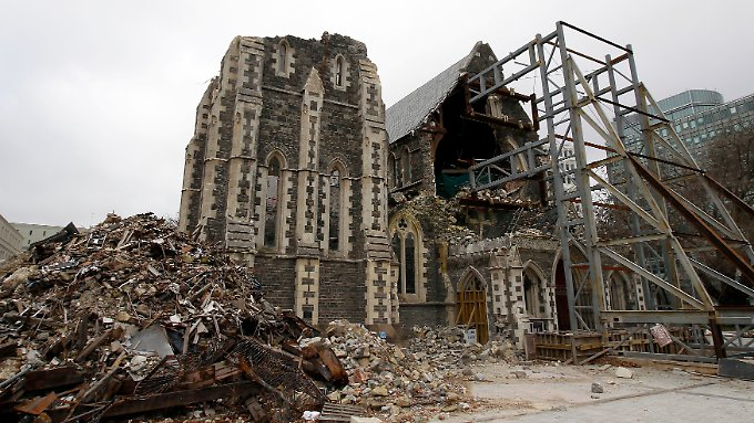 Die halbzerstörte Kathedrale von Christchurch: Bis auf den herumliegenden Schutt sieht es hier heute noch fast genauso aus wie vor fünf Jahren.