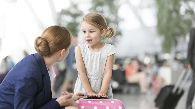 Kinder unter 12 Jahren dürfen oft nur mit  einem Begleitservice der Airline fliegen.