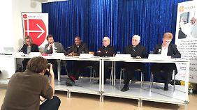 Antoine Audo, chaldäisch-katholischer Bischof in Aleppo (2. v.R.), berichtet bei einer Pressekonferenz in München von seinen Erlebnissen in Syrien.