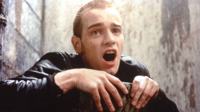 """Aufgetaucht: Renton (Ewan McGregor) in der """"schlimmsten Toilette Schottlands"""" - eine der denkwürdigsten Szenen in """"Trainspotting""""."""
