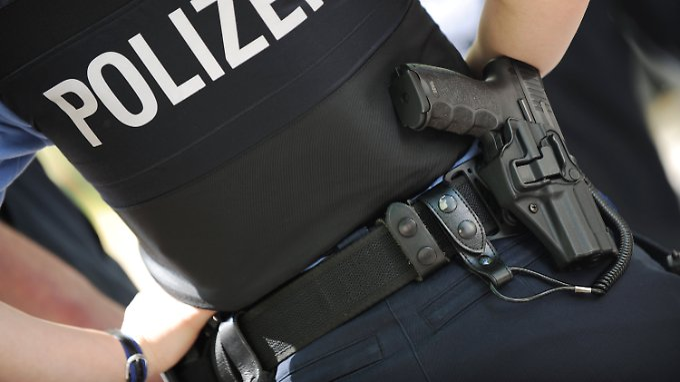 Warum die Dienstwaffe bei der Vorführung in Bremerhaven nicht entladen war, wird noch untersucht.
