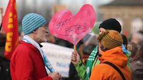 Bürger demonstrieren für ein tolerantes Dresden - gegen Pegida.