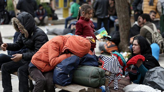 Die meisten Flüchtlinge, die an der mazedonischen Grenzen abgewiesen werden, bringen die Behörden zurück nach Athen.