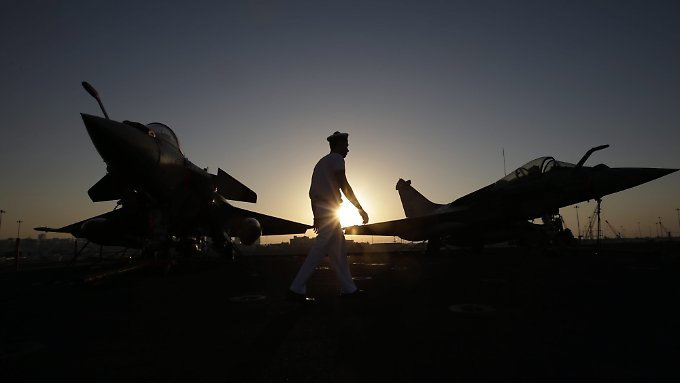 Offenbar fliegt Frankreich auch Luftangriffe in Libyen.