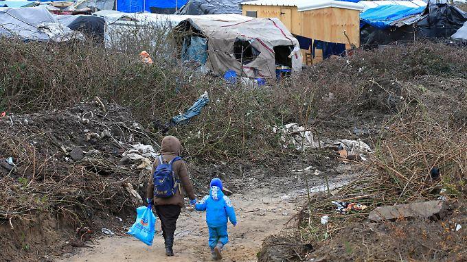 """Teilweise Räumung des """"Dschungels"""": Hunderte Flüchtlinge von Calais sollen umgesiedelt werden"""