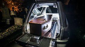 Wer eine Bestattung im Rolls-Royce bucht, der will die ganz große Inszenierung.