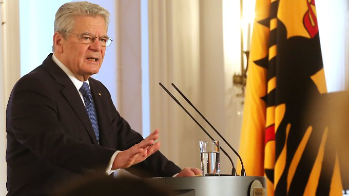 """Gauck eröffnet im Schloss Bellevue in Berlin das """"Bellevue Forum"""" mit Vertretern aus Politik und Medien."""