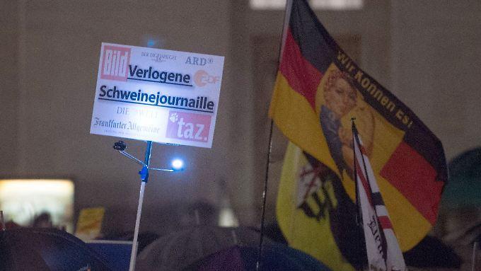 Bei den Kundgebungen von Pegida und Co. gehört Kritik an der deutschen Presse zum guten Ton.