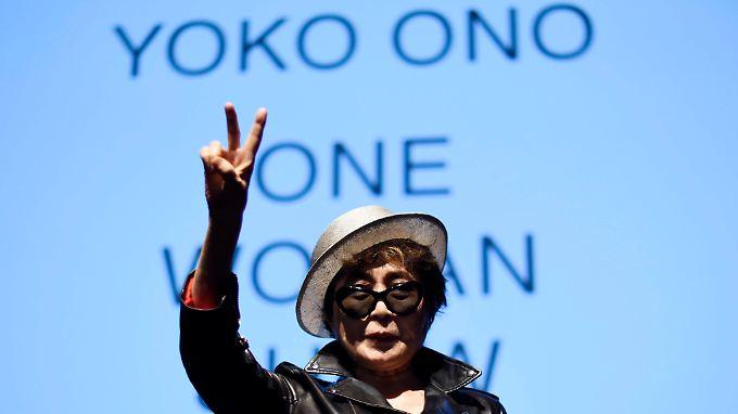 Yoko Ono vor der Eröffnung einer Ausstellung zu ihrem Leben.