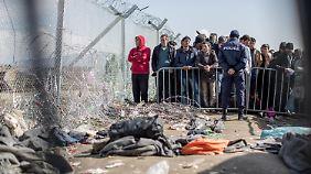 10.000 Menschen warten auf Weiterreise: Wut der Flüchtlinge in Idomeni wächst